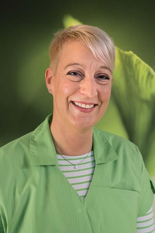 Frau Sabine Scheidel
